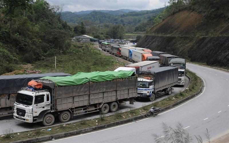 Tình trạng tắc biên là nỗi ám ảnh lớn nhất của các dân buôn hàng tại Trung Quốc